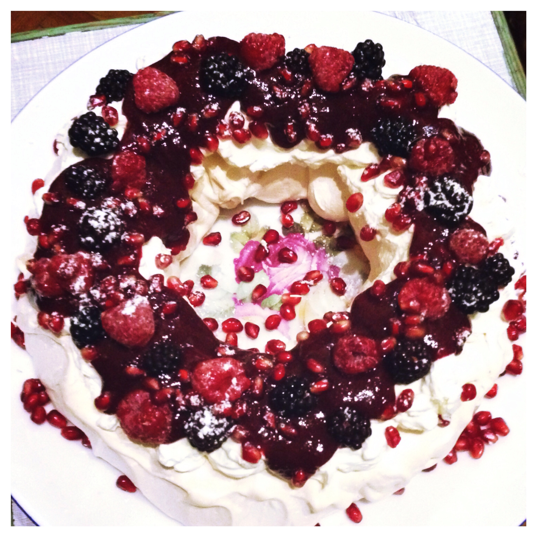 Mulled Berry Pavlova Wreath Thescrimpycook Com